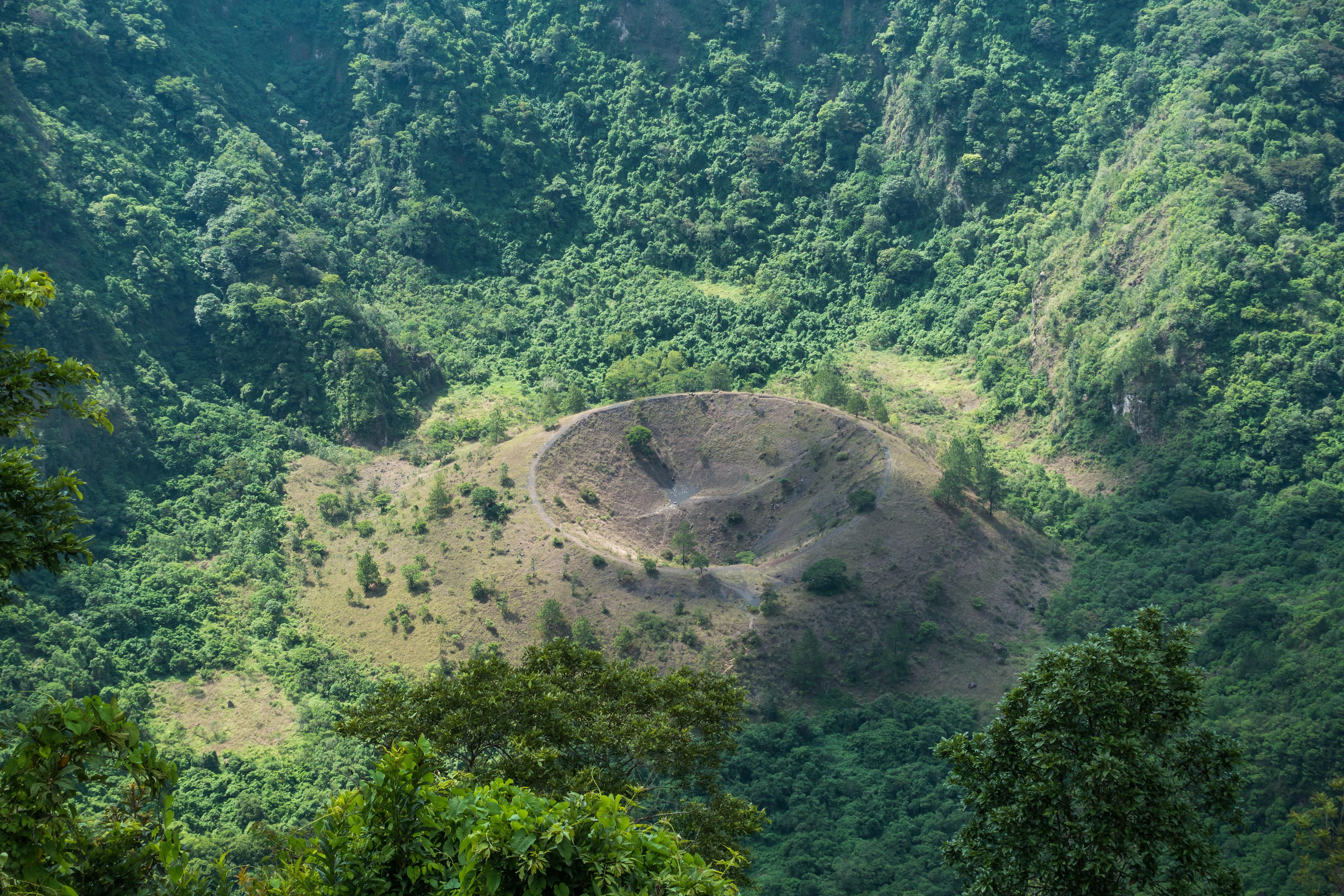 Hike into Boqueron (Quetzaltepec) volcano crater - El Salvador