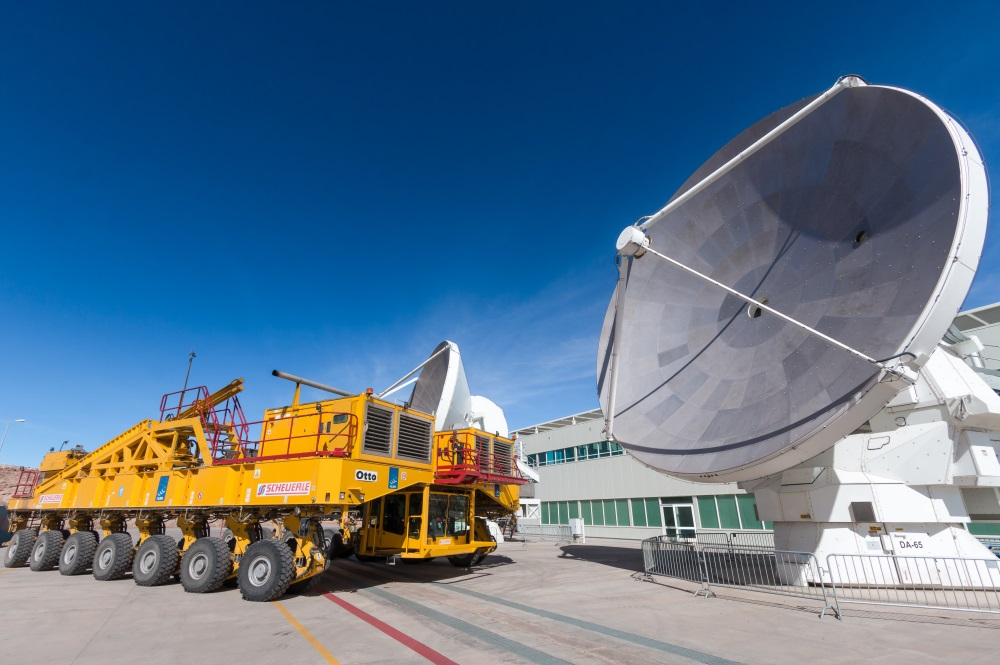 ALMA telescope and transporter