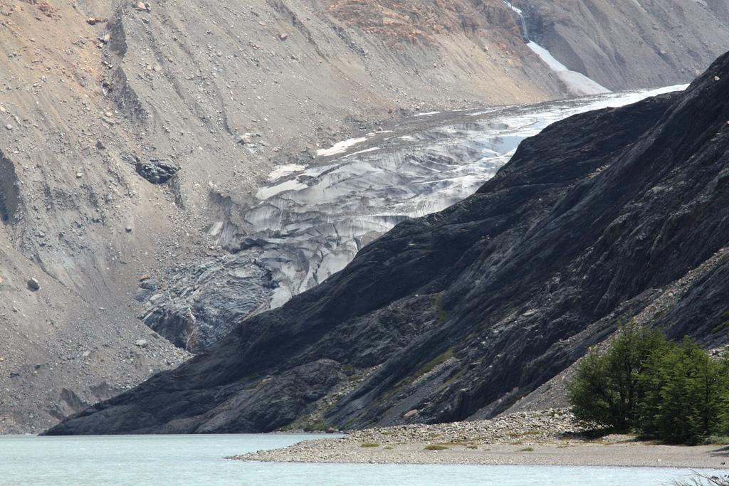Glacier Cagliero and Laguna del Diablo