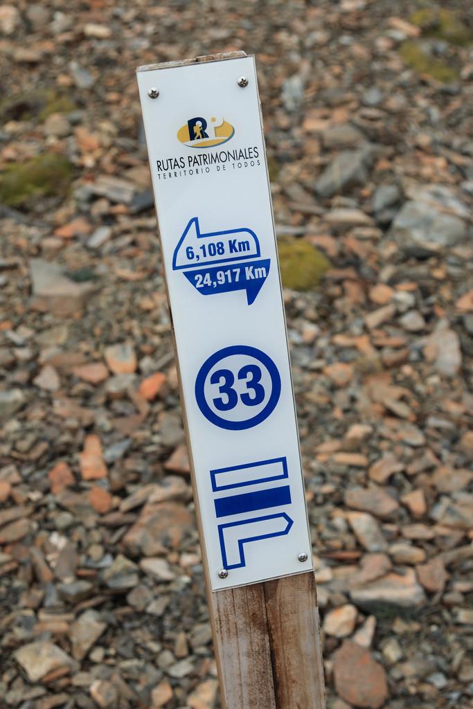 Dientes de Navarino trail marker